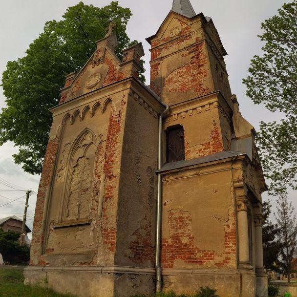 Mauzóleum Rakovských (foto Roman Adamják)